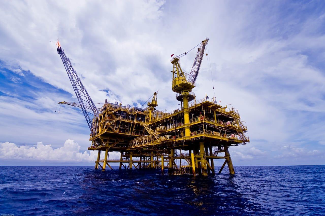Ilustrasi eksplorasi minyak dan gas bumi