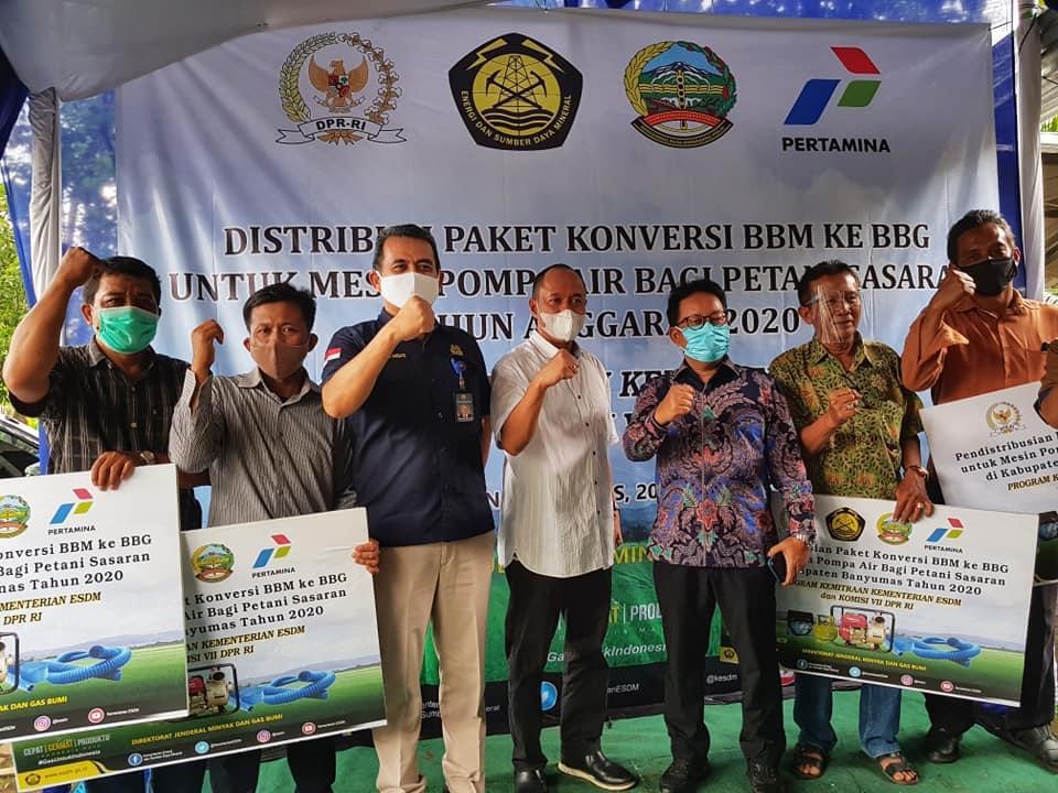 Pemerintah Bagikan Paket Konversi ke Petani Banyumas